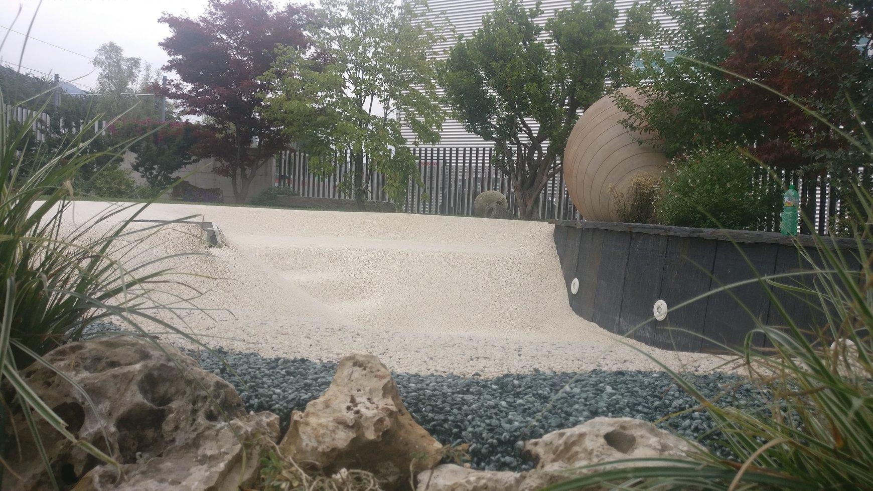 Rivestimento interno piscina con graniglie di marmo